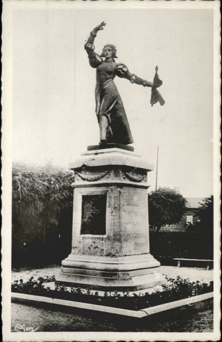 Peronne Somme Peronne Statue Marie Foure * / Peronne /Arrond. de Peronne