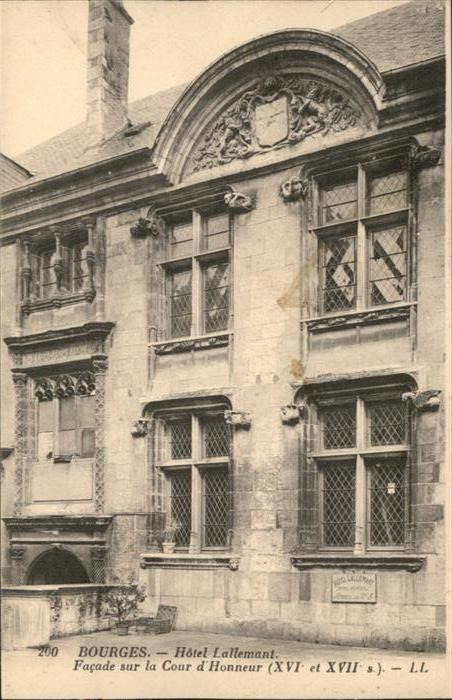 Bourges Hotel Lallemant Facade sur la Cour d'Honneur *