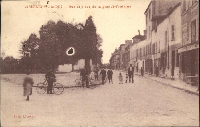 Villeneuve-le-Roi Rue et place de la grande fontaine