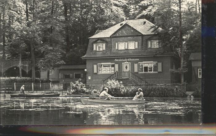 Glauchau Gruendelhaus am Gruendelteich Ruderboote Kat. Glauchau