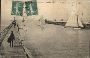 Trouville sur Mer Les Jetees au moment de la Maree voiliers Kat. Trouville sur Mer