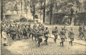 Lille des prisonniers quittent la Citadelle x