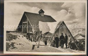 Bayrischzell Rotwandhaus mit Skifahrern Kat. Bayrischzell