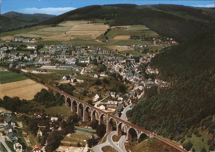 Willingen Sauerland Ortsansicht mit Eisenbahn Viadukt Fliegeraufnahme / Willingen (Upland) /Waldeck-Frankenberg LKR
