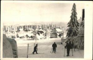 Oberbaerenburg im Winter mit Skifahrern /  /
