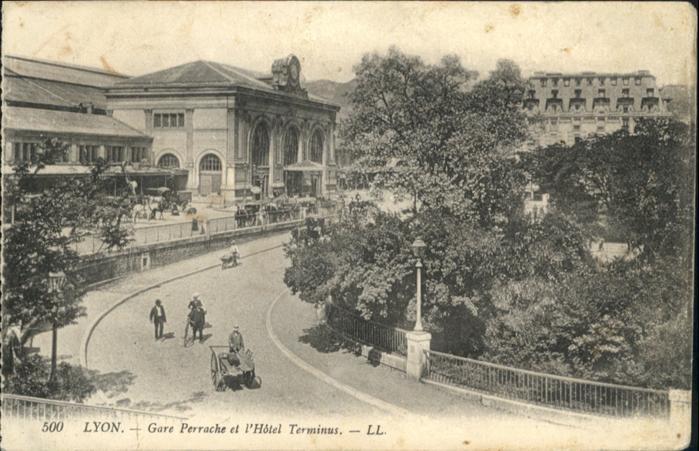 Lyon France Gare Perrache et l'Hotel Terminus / Lyon /Arrond. de Lyon