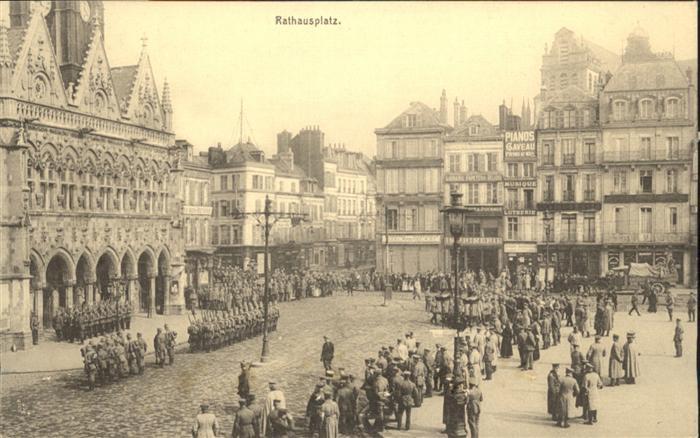 St Quentin Rathausplatz Soldaten *