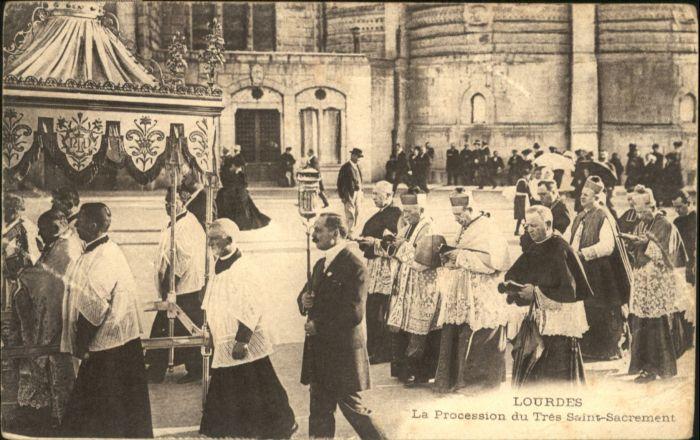 Lourdes Procession Tres Saint Sacrement *