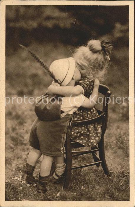 kk69660 Baby Nursery Bebe Tracht Kuss Verliebt Kategorie. Kinder Alte Ansichtskarten
