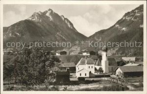 Stanzach Tirol Ortsansicht mit Kirche Klimmspitze Urbeleskarspitze Allgaeuer Alpen Kat. Stanzach
