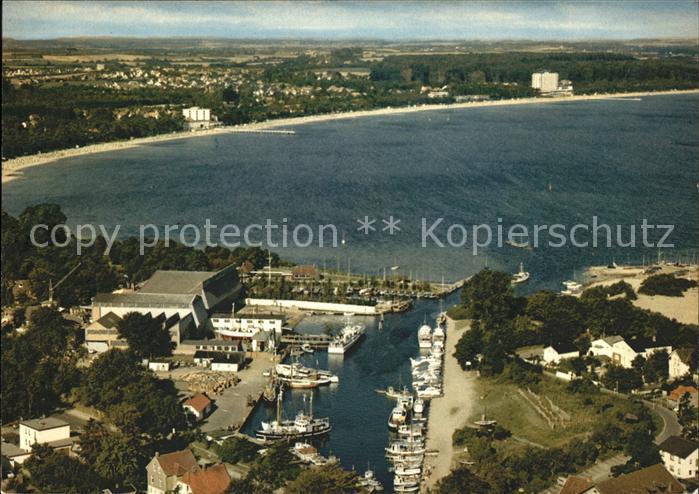Niendorf Ostseebad Fliegeraufnahme Hafen Strand / Timmendorfer Strand /Ostholstein LKR