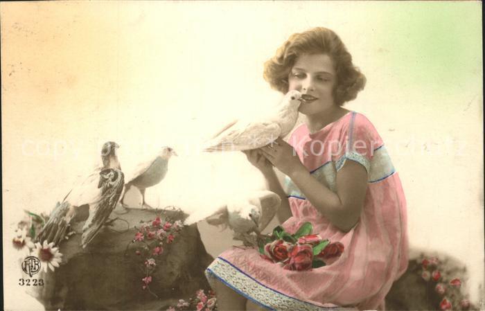 Tauben Rosen Kind Poesie  Kat. Tiere