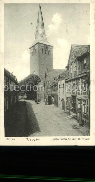 Uelzen Lueneburger Heide Pastorenstrasse mit Kirchturm Kat. Uelzen