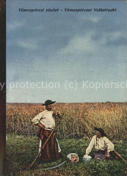 hd04638 Ungarn Vamospercser viselet Volkstracht Maenner mit Sense Kategorie. Ungarn Alte Ansichtskarten
