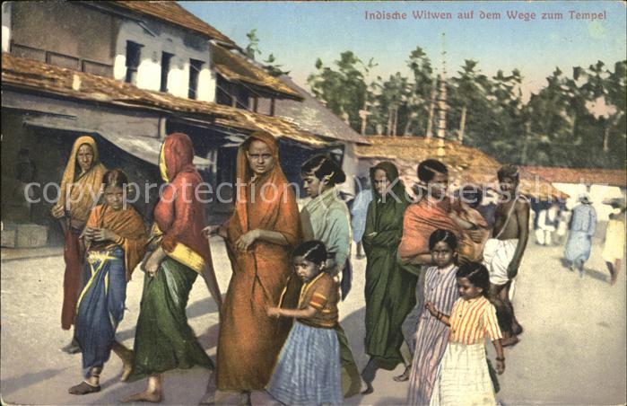Indien Indische Witwen auf dem Weg zum Tempel Kat. Indien