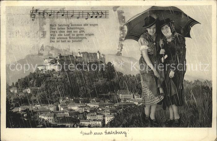 Salzburg Oesterreich mit Festung Hohensalzburg Damen unterm Regenschirm / Salzburg /Salzburg und Umgebung