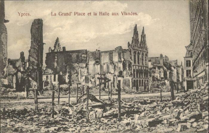 Ypres la Grande Place la Halle aux Vlandes *
