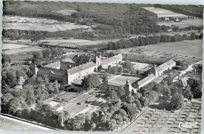 Hoexter Weser Hoexter Schloss Corvey Fliegeraufnahme * / Hoexter /Hoexter LKR