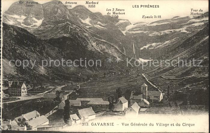 Gavarnie Hautes Pyrenees Vue generale du Village et du Cirque Kat. Gavarnie