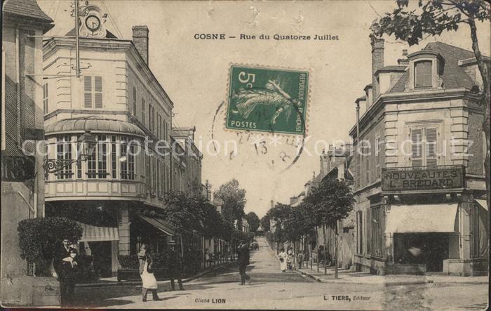 Cosne-Cours-sur-Loire Rue du Quatorze Juillet Stempel auf AK / Cosne-Cours-sur-Loire /Arrond. de Cosne-Cours-sur-Loire
