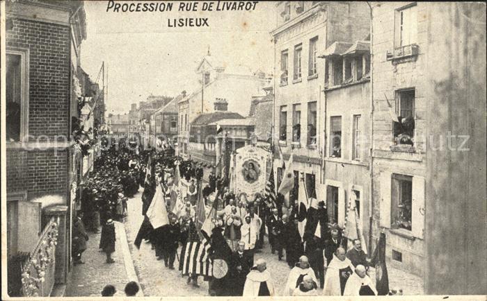 Lisieux Procession Rue de Livarot / Lisieux /Arrond. de Lisieux