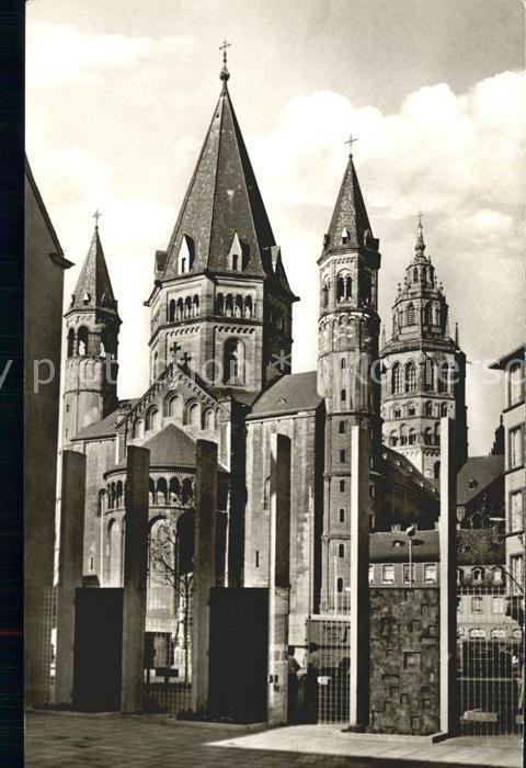 Mainz Rhein Blick vom Gutenberg Ehrenhof auf den Dom / Mainz Rhein /Mainz Stadtkreis