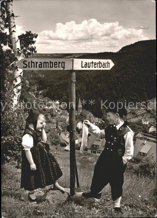 Lauterbach Schwarzwald Kinder am Wegweiser Schramberg Lauterbach Kat. Lauterbach