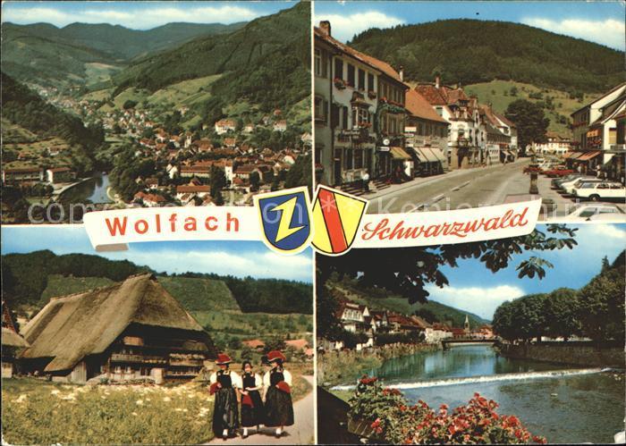 Wolfach Totalansicht Strassenpartie Schwarzwaldhaus Schwarzwaelderinnen Trachten Kat. Wolfach Schwarzwald
