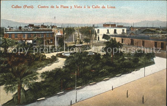Callao Peru Centro de la Plaza y Vista a la Calle de Lima / Callao /