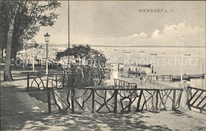 Niendorf Timmendorfer Strand Treppe zum Strand / Timmendorfer Strand /Ostholstein LKR