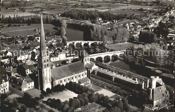 Saint Savin Vienne Eglise Abbaye Ponts sur la Gartempe vue aerienne Kat. Saint Savin