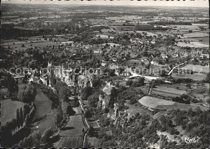 Angles sur l Anglin Ruines du Chateau et la Ville vue aerienne Kat. Angles sur l Anglin