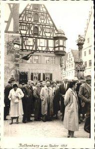 Rothenburg Tauber Menschenansammlung vor Marien Apotheke Kat. Rothenburg ob der Tauber