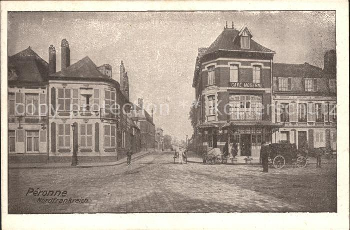 Peronne Somme Strassenpartie Kutsche Cafe / Peronne /Arrond. de Peronne