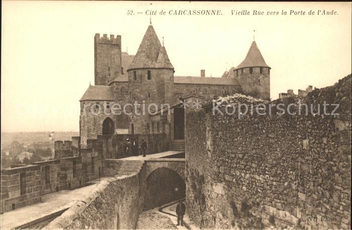 Carcassonne La Cite Vieille Rue vers la Porte de l Aude Kat. Carcassonne