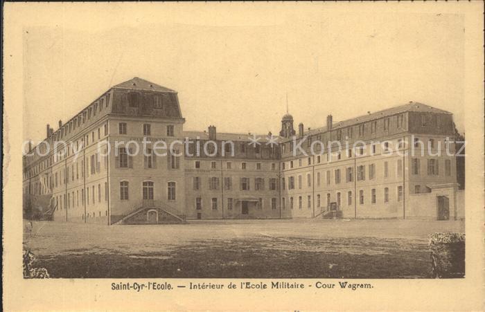 Saint Cyr l Ecole Interieur de l Ecole Militaire Cour Wagram Kat. Saint Cyr l Ecole