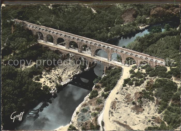 Vers Pont du Gard Le Pont du Gard vue aerienne Kat. Vers Pont du Gard