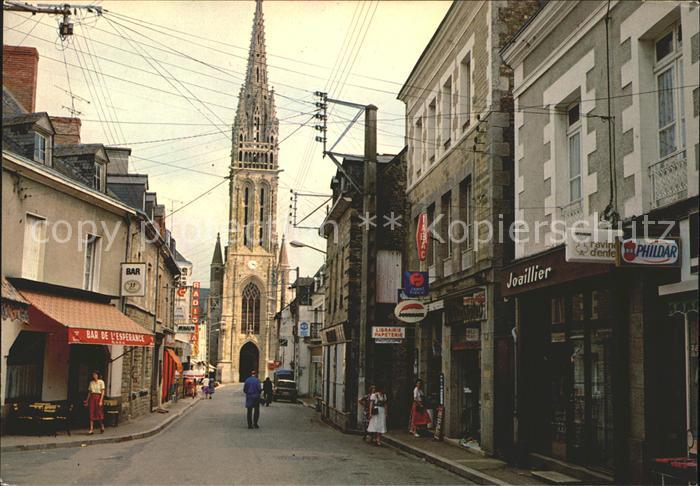 La Guerche de Bretagne La rue Notre Dame et Eglise Kat. La Guerche de Bretagne