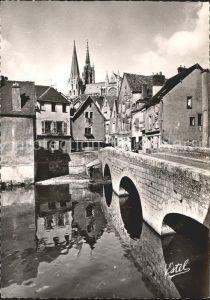 Chartres Eure et Loir Vieux Pont sur Eure Maisons dominees par Cathedrale Kat. Chartres