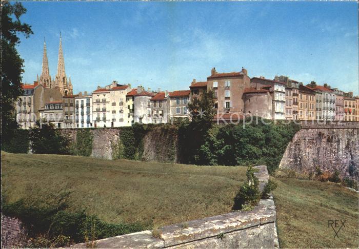 Bayonne Pyrenees Atlantiques Les Remparts gauche Cathedrale Sainte Marie Kat. Bayonne