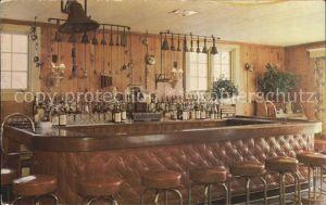 New York City Suburban House Restaurant Bar / New York /