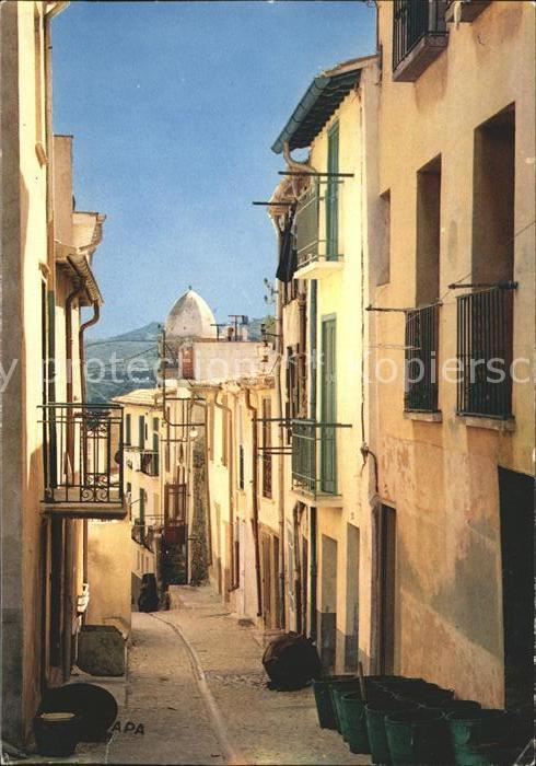 Collioure Vieille rue pittoresque Clocher de l Eglise Monument historique XVII siecle Kat. Collioure