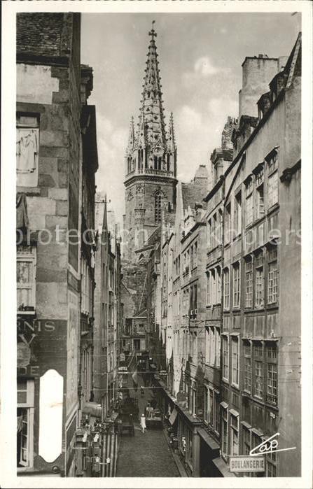 Saint Malo Ille et Vilaine Bretagne La grande rue clocher de la Cathedrale Kat. Saint Malo