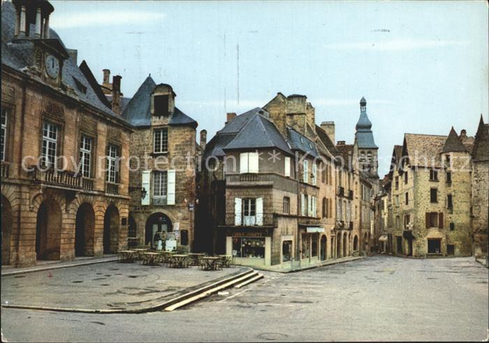 Sarlat la Caneda La Place de la Liberte et l Hotel de Ville Kat. Sarlat la Caneda