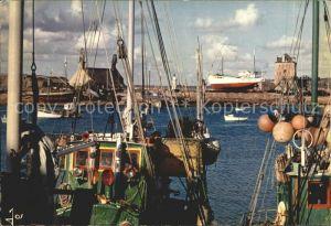 Camaret sur Mer Chalutiers dans port devant Sillon  Kat. Camaret sur Mer