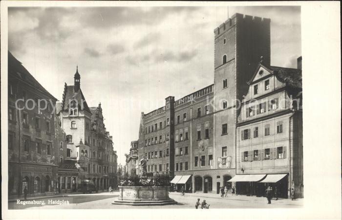 Regensburg Haidplatz mit Brunnen / Regensburg /Regensburg LKR