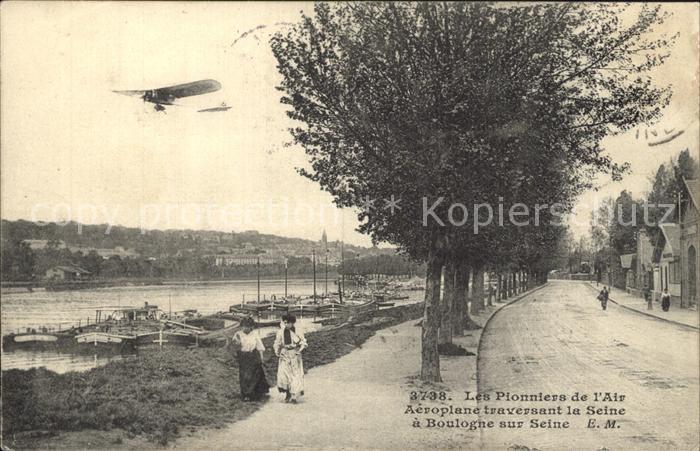 Boulogne-sur-Mer Les Pionniers de l'Air Aeroplane traversant la Seine / Boulogne-sur-Mer /Arrond. de Boulogne-sur-Mer