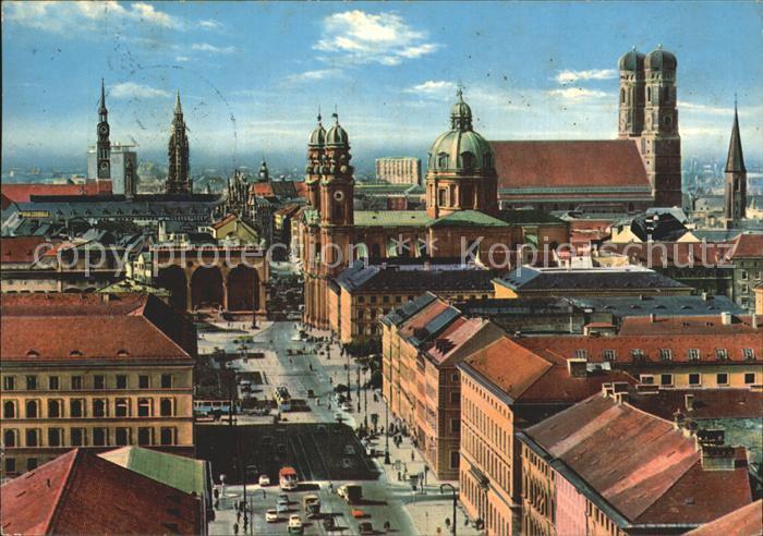 Muenchen Ludwigstrasse mit Blick auf Zentrum Rathaus Frauenkirche Kat. Muenchen