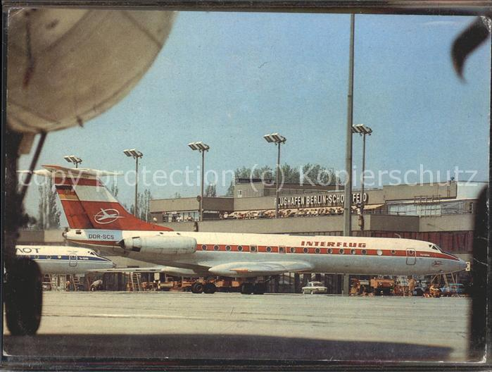 Flughafen Airport Aeroporto Berlin Schoenefeld Interflug DDR / Flug /