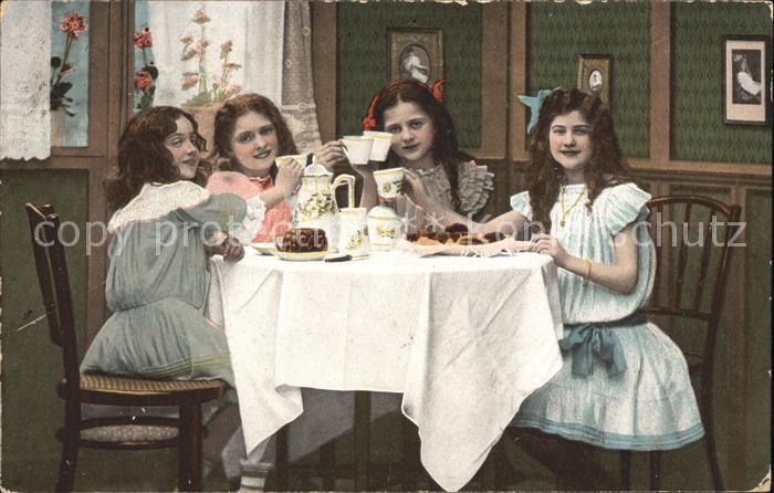 Kinder Child Enfants Teekraenzchen Kuchen  Kat. Kinder